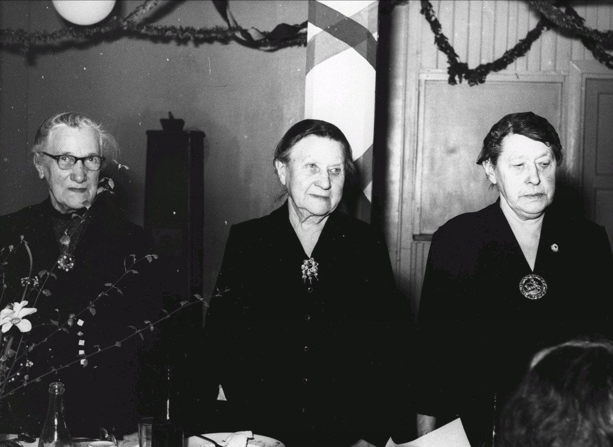 50-års-jubileum i Arbeiderforeningen? Fra v.Kaspara Olsen,Kristine Guldbrandsen og Anna Johansen