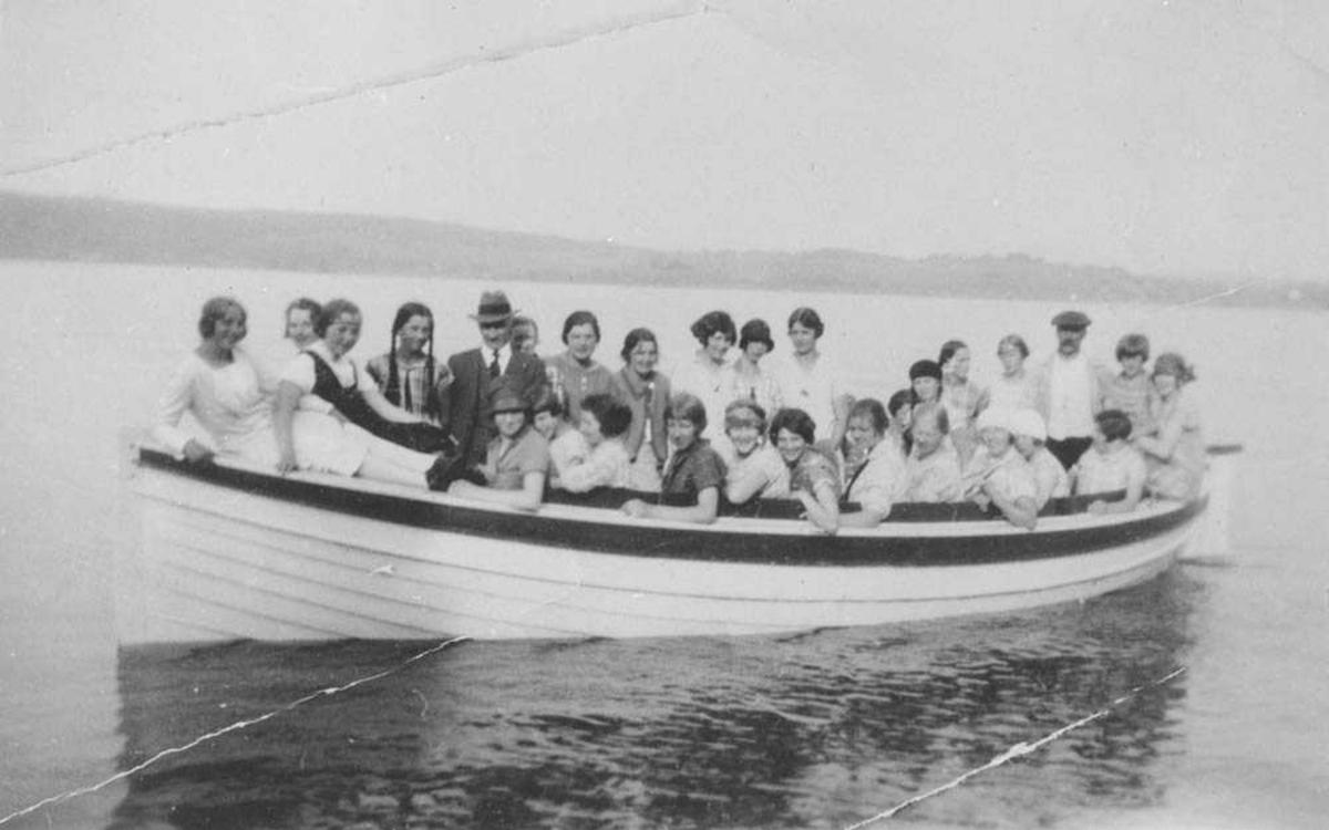Kvinneforening på båt-tur på Øyeren.