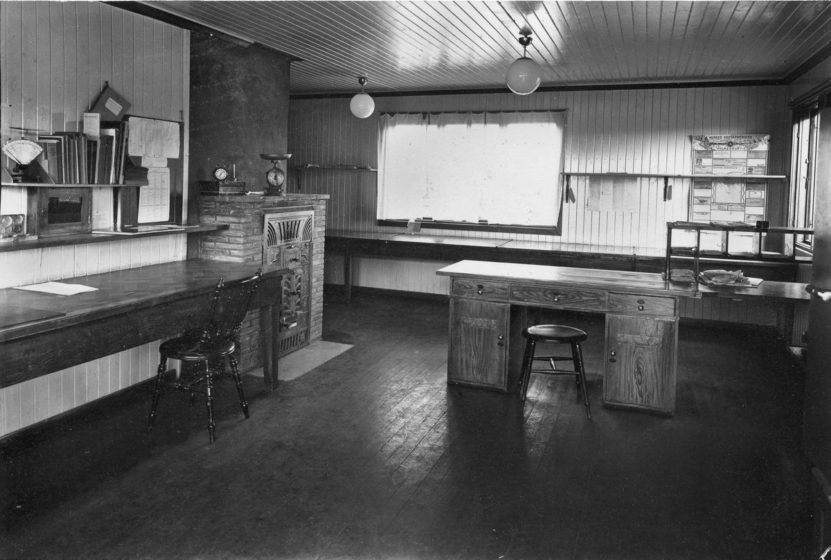 Helgøya Post.