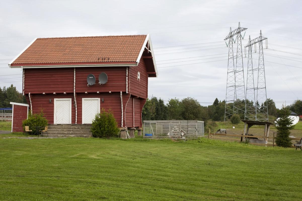 Høyspentmaster i Akershus. Høyspentmaster ved Enger gård i Sørum kommune. Motivet er tatt mot nord.