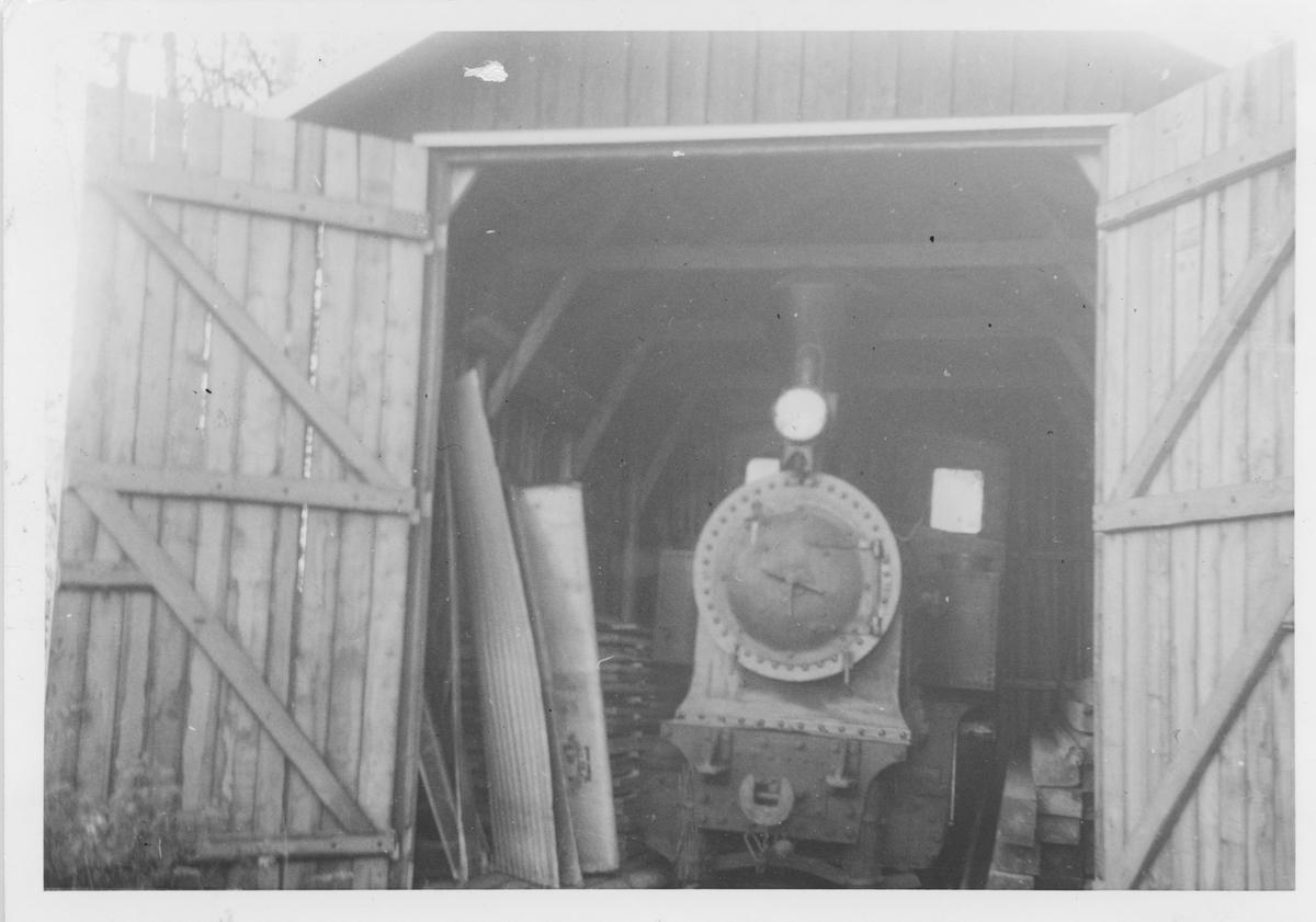 Lok 2 URSKOG hensatt i vognhall på Bjørkelangen