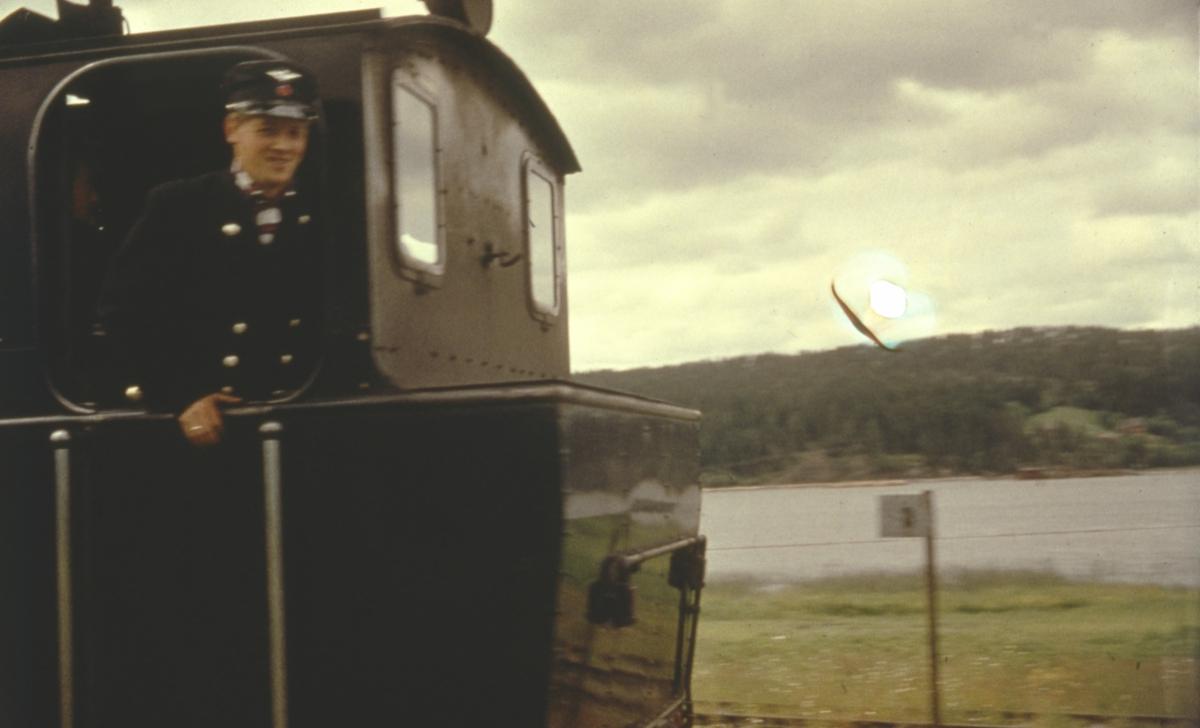 Fyrbøteren på siste ordinære tog fra Skulerud til Sørumsand.