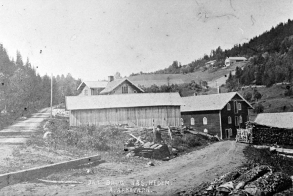 Eksteriør, Dal bruk, Nes, Hedmark. A. Arnkværn. Mølle fra 1897, senere også sagbruk. I bakgrunnen Bergestuen.
